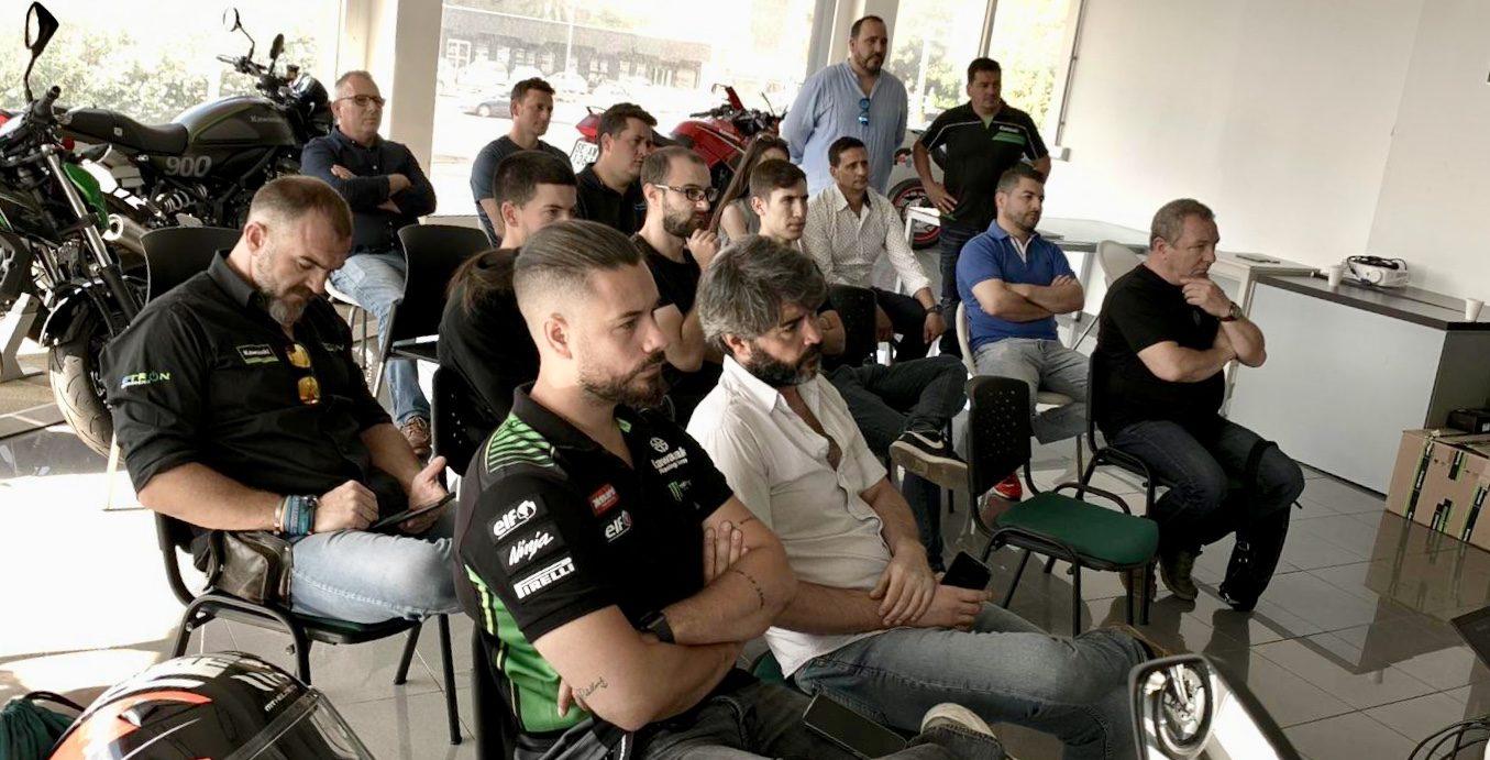 Expertos de Kawasaki presentan en Sevilla novedades técnicas en modelos de la marca japonesa