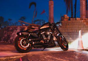 Rutas nocturnas en moto: una aventura inolvidable